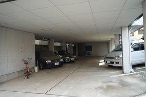 レーベンズブルグⅡ駐車場